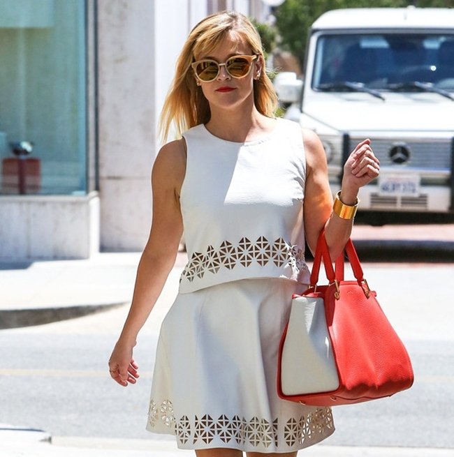 The-White-Chic-Dress-Who-Looks-Better-Taylor-Swift-or-Reese-Witherspoon-1